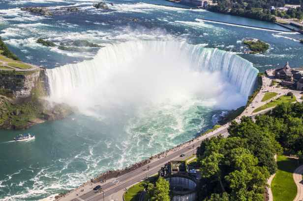 niagara-falls-waterfall-horseshoe-158398.jpeg