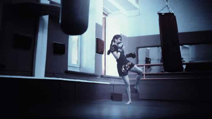 kickboxer-girl-kickboxing-athletic-girl-160920.jpeg