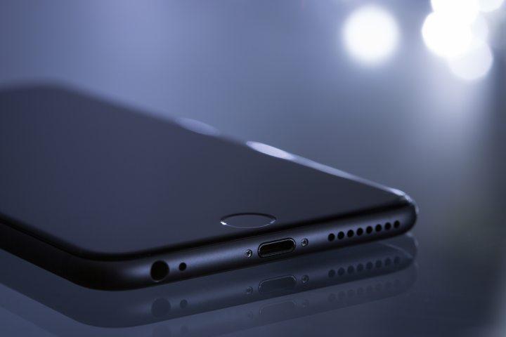 apple-close-up-electronics-193004