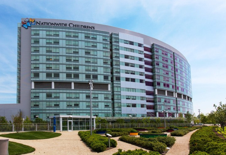 Nationwide_Childrens_Hospital,_Exterior_from_Fragrance_Maze,_May_2013
