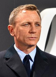 Daniel_Craig_-_Film_Premiere__Spectre__007_-_on_the_Red_Carpet_in_Berlin_(22387409720)_(cropped)