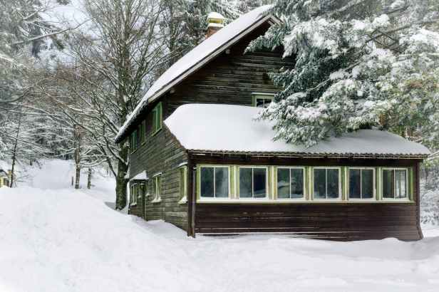 bungalow cold forest freezing