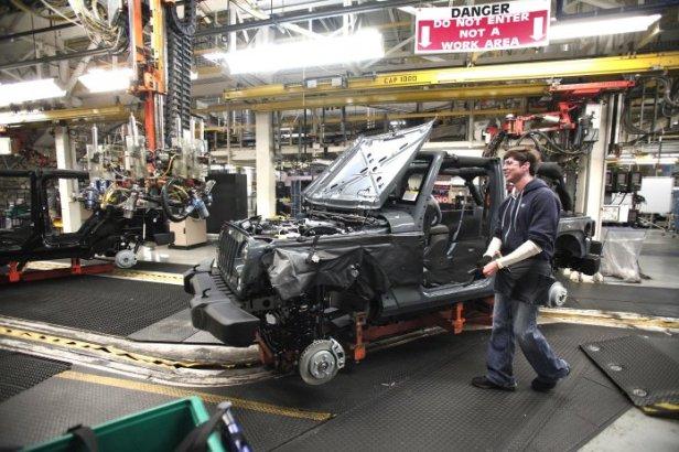 Ohio-auto-worker-696x464